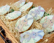 Bunny Biscuits! Our Bunny Set can also be used to decorate yummy cookies, perfect for Easter picnics!